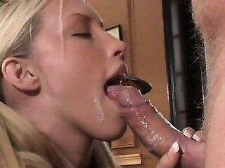 Teen gives lickerish..