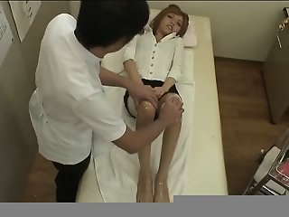 Foot massage(censored)
