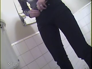 Jap babe in toilet caught in..
