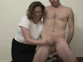 Older whore likes to jerk..