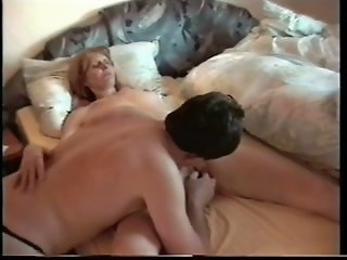 Mature slut enjoys a dildo..