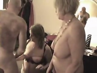 Curvy older 3some with hotel..
