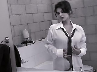 Sunny Leone is undressing..