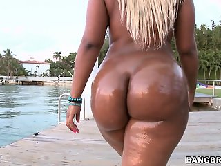 Big ass blonde Gizelle XXX..