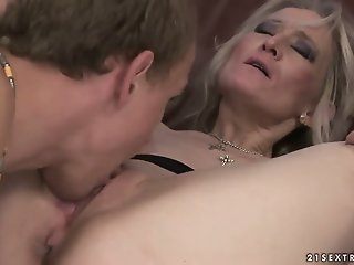 Blonde mature woman seduces..