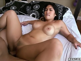 Hot exposed Asian chick Mia..