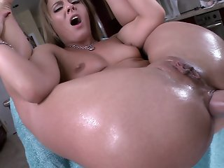 Milf Sheena Shaw gets her..
