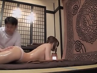 Pretty Jap rides a dong in..
