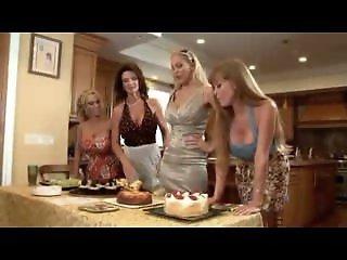 Mature Housewives Seduces..